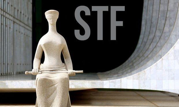 Foto Escultura em frente ao Superior Tribunal Federal
